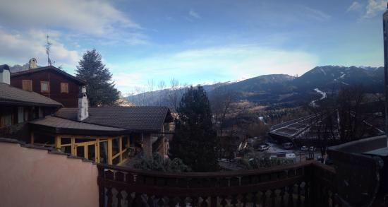 Park Hotel Villa Trunka Lunka: Вид с балкона на горы