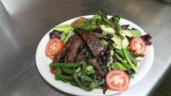 Dos Mas Mexican Restaurant : Black Beans Salad Beef Fajita
