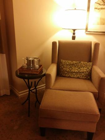 Hotel Corque: Comfy reading chair and wineglasses