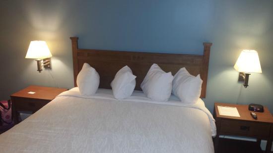 The INN at DePauw & Event Center: Pillows really high!