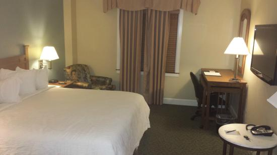 The INN at DePauw & Event Center : King size bed room