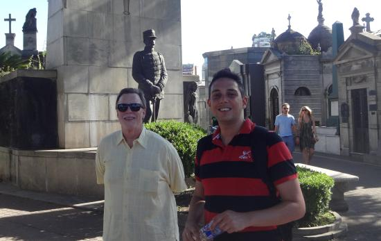 Marcelo Alejandro Mansilla : Marcelo Mansilla providing guide services at the Ricoleta Cemetery in Buenos Aires