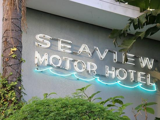 Seaview Hotel: Sign