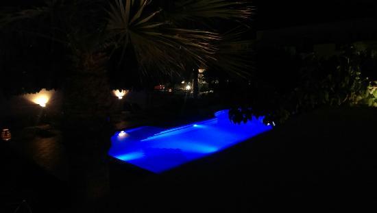 Hotel Calypso Matala: Pool bei Nacht