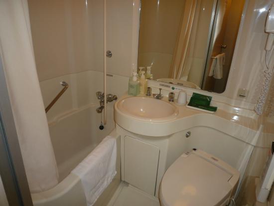 Hotel Route Inn Shinagawa Oimachi : バスルーム やや狭いです