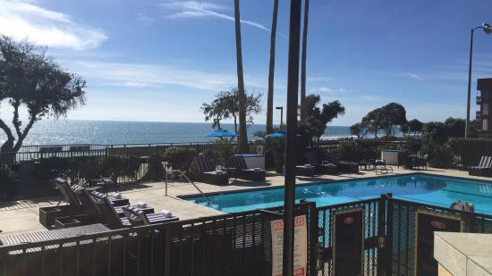 Crowne Plaza Ventura Beach Pool Area