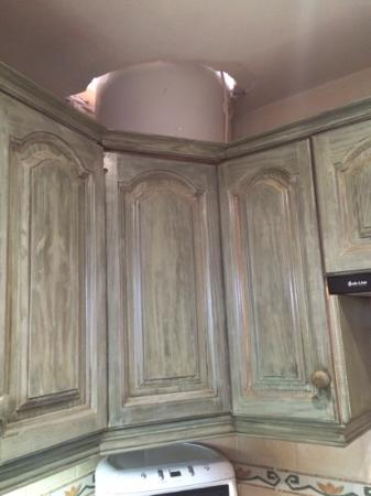 La Bodega Casa Rural: Badly fitted boiler above kitchen countertops.