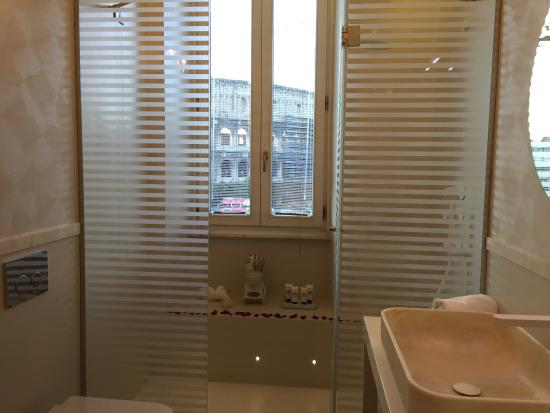 Palazzo Manfredi - Relais & Chateaux: Bathroom in room 32