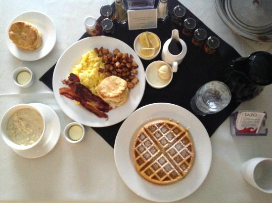 Loews Vanderbilt Hotel: Breakfast in bed!