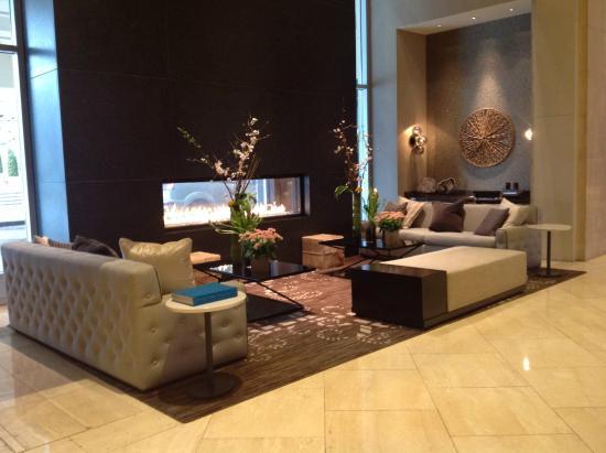 Loews Vanderbilt Hotel: sitting area with fireplace