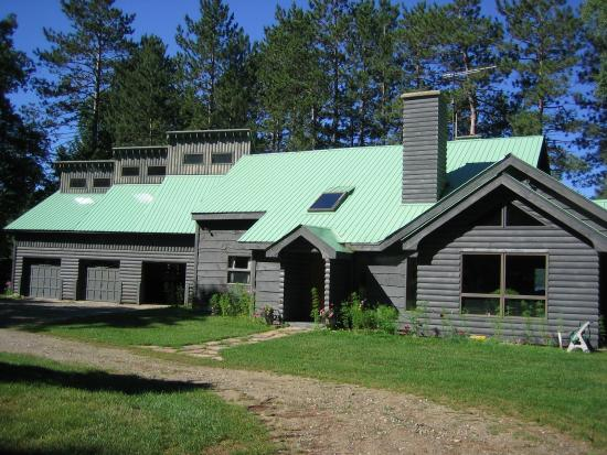 Red Pines Bed & Breakfast: Red Pines in Summer