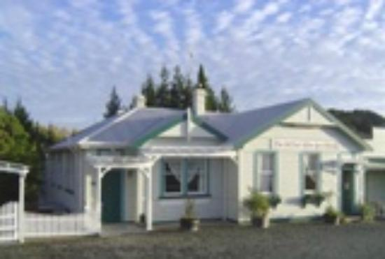 The Old Post Office Guest House: The kauri Old Post Office Guesthouse B&B circa 1903