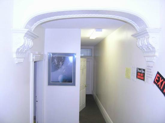 Chinatown Travelers Home : second floor hall way