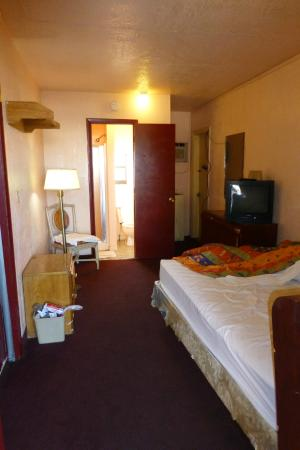 Executive Royal Inn Clewiston : The whole tiny room