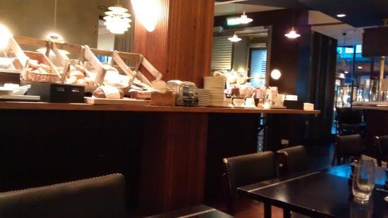 Hotel Lundia : Café da manhã no hotel