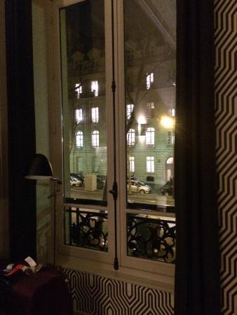 Helzear Champs Elysees: Vista de la ya habitacion.