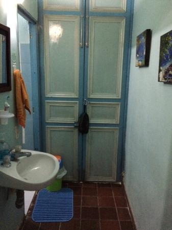 Zohar Hostel: bathroom
