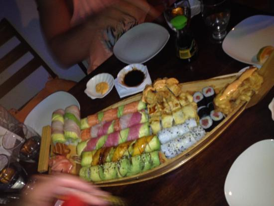 Sushi Los Amigos: 96 piece