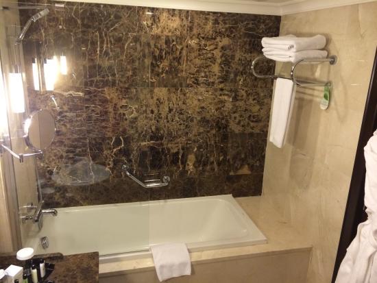 Bagno con vasca e doccia separate foto di crowne plaza - Vasca bagno con doccia ...