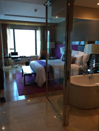 Renaissance Bangkok Ratchaprasong Hotel Transparent Bathroom