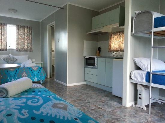 Bushchooks Traveller's Village: self contained cabins  sleep up to maximum 5