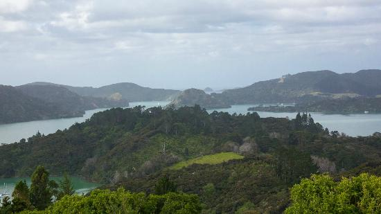 Waimanu Lodge Whangaroa Northland : View from walk above the house