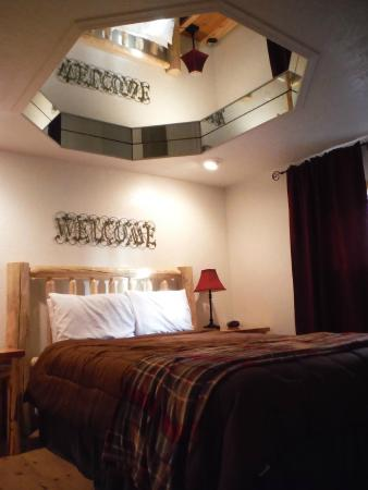 Western Inn - Glacier Park Motel and Campground: separate bedroom