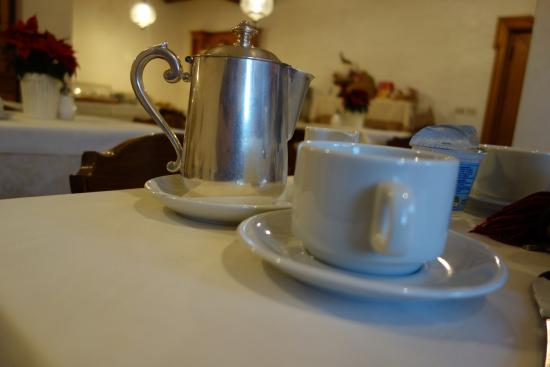 Hotel Al Larin: Fresh Coffee at Breakfast