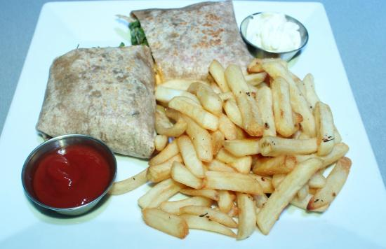 Simpson Bay, St. Martin: Great Late Night Eatery, Wraps & Fries