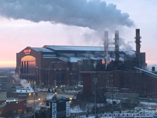 Courtyard Indianapolis Downtown: Lucas Oil field and baseball stadium view w/sunrise, very nice!