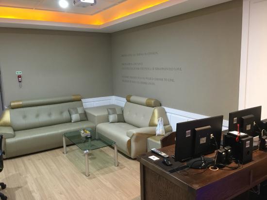 Hotel North Tel: Living room area