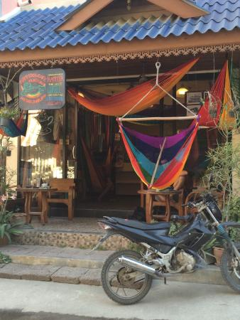 Hammock Cafe Plaeyuan: From the street