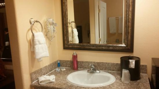 Rodeway Inn Near Legoland: vanity room 128