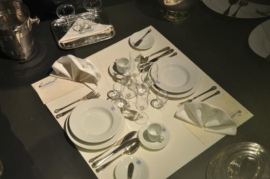 Hurtigruten Museum: Table Setting