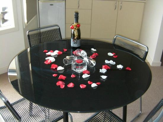 The Bluff Resort Apartments : Our Free Wine !