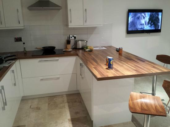 Marischal Apartments: Kitchen / Breakfast Bar
