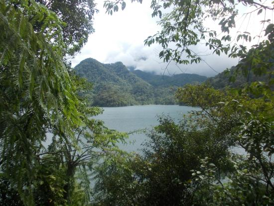 Twin Lakes of Balinsasayao & Danao: On the trail.
