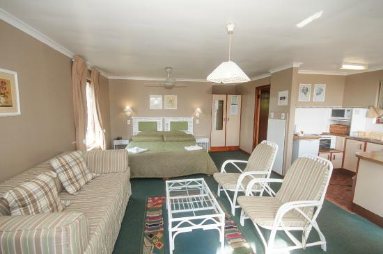 Pine Lodge Resort & Conference Centre: Adjoining open plan rooms