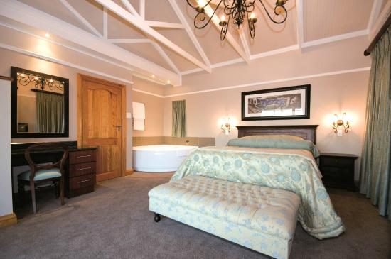 Pine Lodge Resort & Conference Centre: Luxury 5 Star Honeymoon Suites