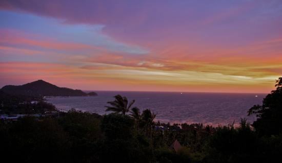 The Rocks Villas : Sunset at the Executive Villa