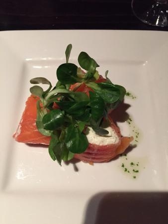 Calistoga Restaurant: Salmon with cream cheese starter. Delicious!