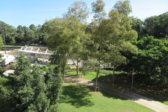 Meriton Suites George Street, Parramatta: View from the balcony over the ferry wharf, river and footpaths