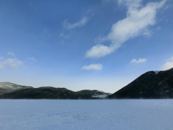 Shikaribetsu Lake : 青い空と凍った然別湖