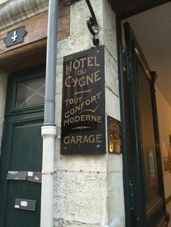 Hotel du Cygne: Ingresso Hotel + auto