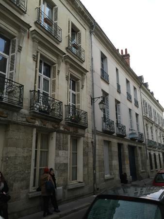 Hotel du Cygne: Stradina di accesso a senso unico