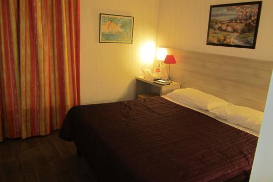Hotel Parisien : voici notre grand lit