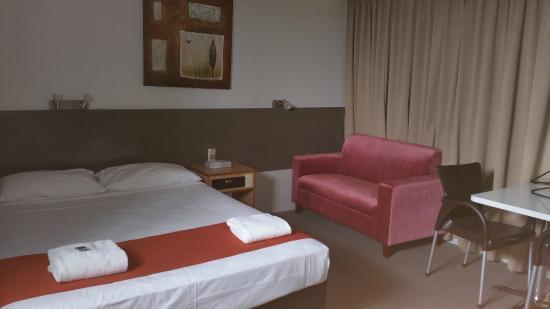 Anchorage Motor Inn: basic room
