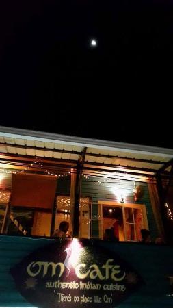 Om Cafe: em noite de lua cheia