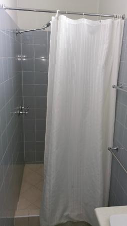 Anchorage Motor Inn: basic bathroom