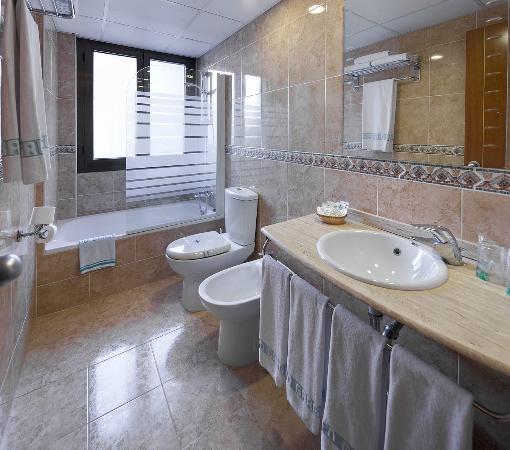 Hotel Civera: BAÑO